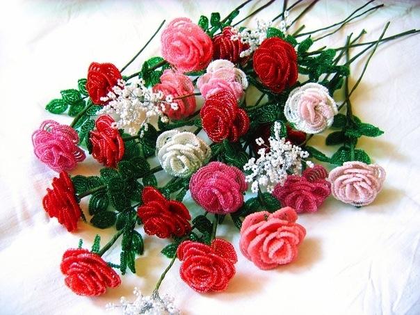 Разноцветные розы из бисера