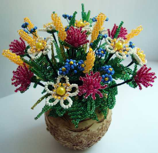 Цветок из бисера параллельным