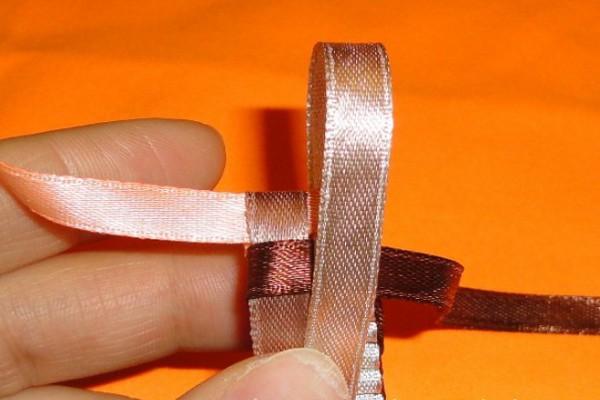 Как сделать квадратные фенечки из ленточек