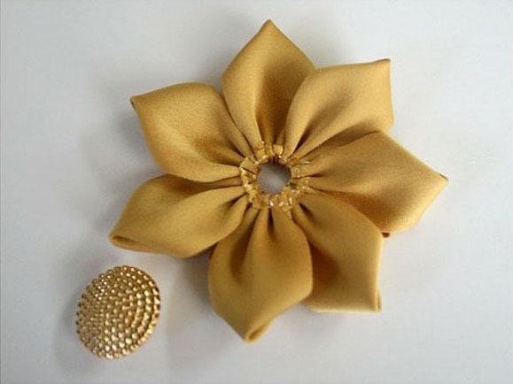 Цветок из лент и ткани своими руками